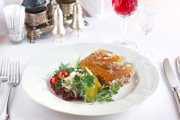 Ресторан «Царь», Санкт-Петербург: Мясной студень с хреном и горчицей