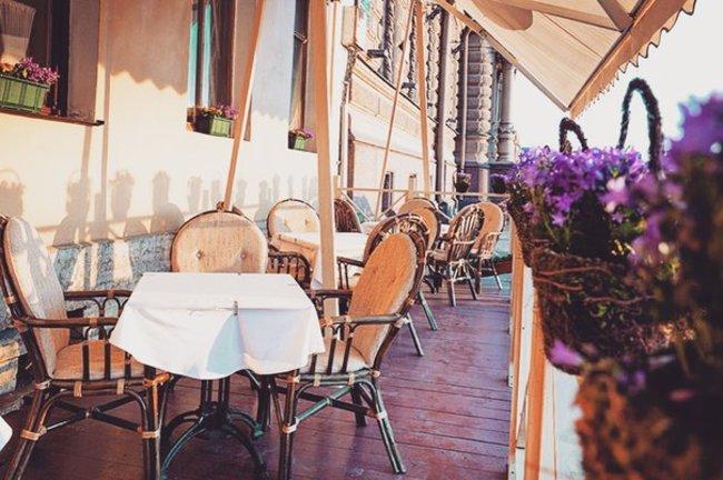 Mindal Cafe: Обед на свежем воздухе