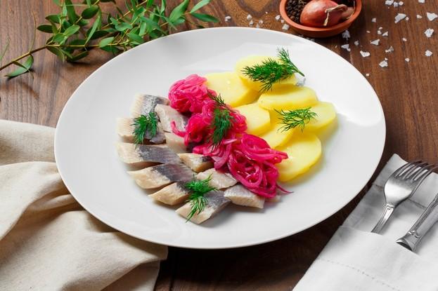 Ресторан «Ферма Бенуа», Санкт-Петербург: Сельдь «по-русски» с картофелем и луком