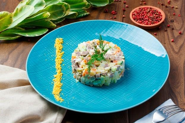 Ресторан «Ферма Бенуа», Санкт-Петербург: Салат оливье с телячьим языком