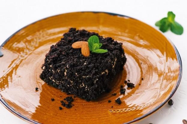 Ресторан «Мамаlыgа», Санкт-Петербург: Шоколадный торт с миндалем