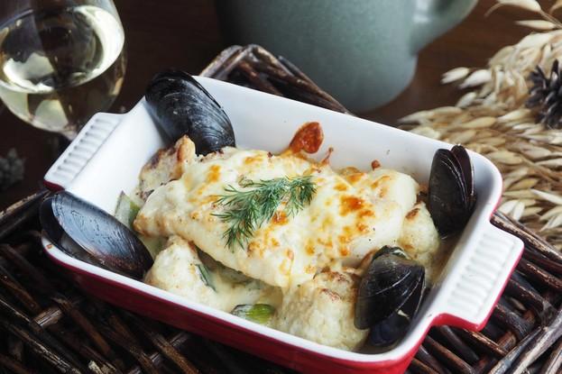 Ресторан «Ель», Санкт-Петербург: Запеченое филе палтуса на рагу из креветок, мидий, лука порей и цветной капусты