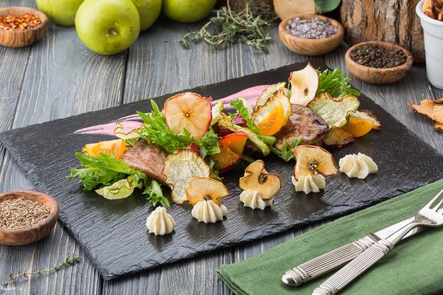 Ресторан «Антоновка», Санкт-Петербург: Салат с утиной грудкой