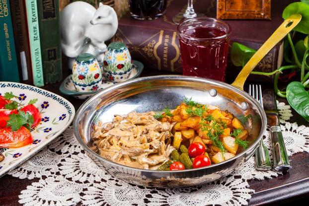 Ресторан «Мари Vanna», Санкт-Петербург: Бефстроганов с жареным картофелем