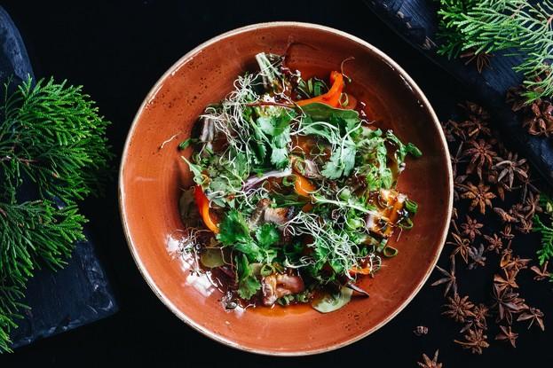 Ресторан «Dozari», Санкт-Петербург: Азиатский салат с жареной свиной грудинкой, печеной паприкой и мисо соусом