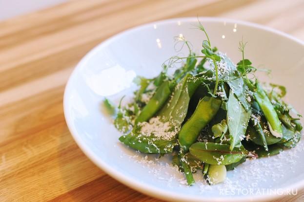 Ресторан «Мы дружим», Санкт-Петербург: Зеленый салат с козьим сыром
