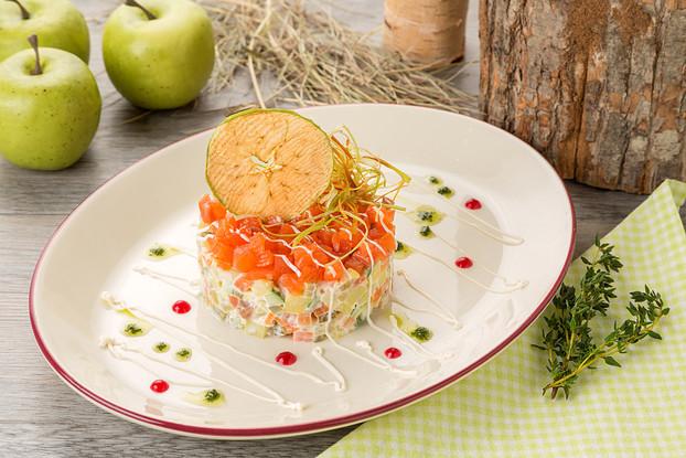 Ресторан «Антоновка», Санкт-Петербург: Салат с семгой