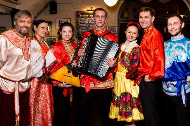 Stroganoff Steak House: Русское фолк-шоу