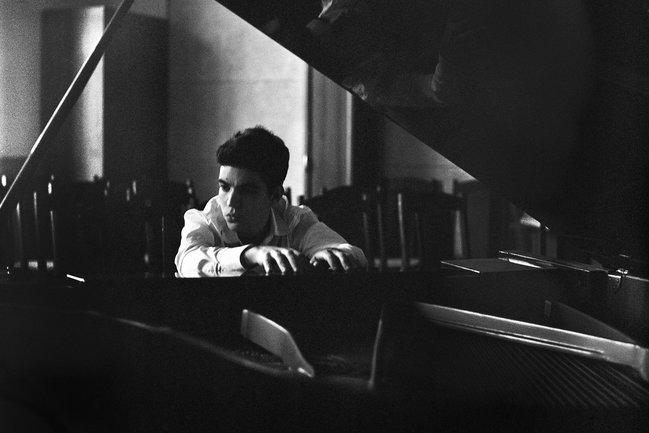 Этобар: Сакс, бас и клавиши