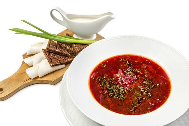 Ресторан «Летучий голландец», Санкт-Петербург: Борщ классический с телятиной (подается с салом и бородинским хлебом)