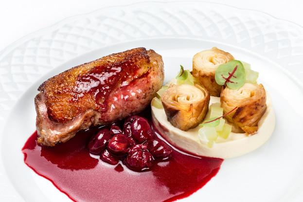 Ресторан «Летучий голландец», Санкт-Петербург: Утиная грудка с корнем сельдерея и вишней