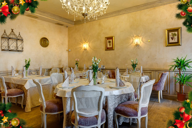Mindal Cafe: Салют, оливье и мандарины