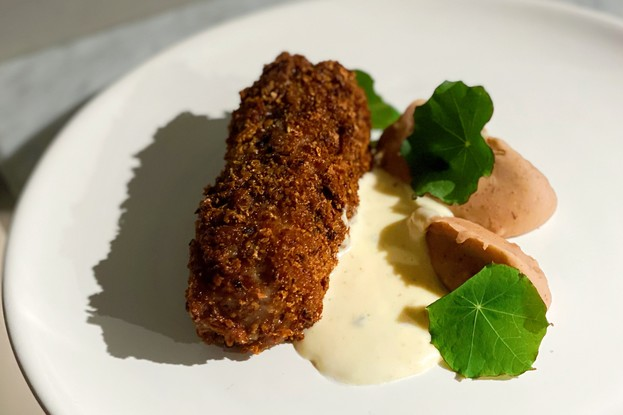 Ресторан «Bilbao», Санкт-Петербург: Свинина в панировке из хлеба c пюре из каштанов и муссом из козьего сыра
