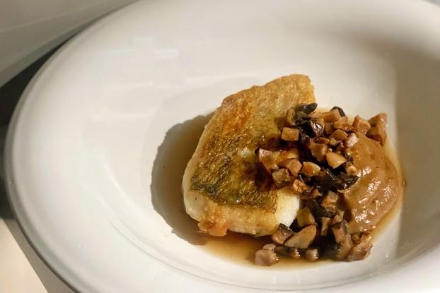 Ресторан «Bilbao», Санкт-Петербург: Судак с пюре из топинамбура и грибами