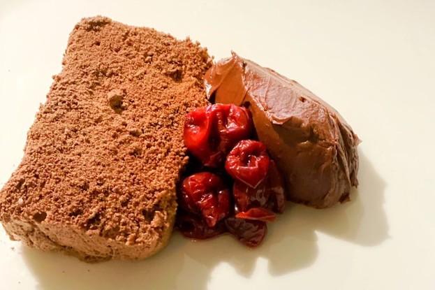 Ресторан «Bilbao», Санкт-Петербург: Шоколадное суфле с вишней в хересе